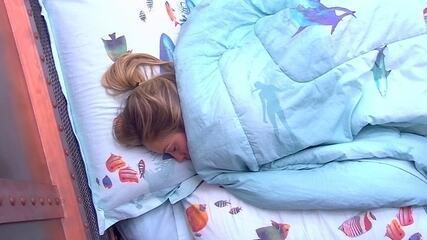Jéssica continua deitada depois do toque de despertar