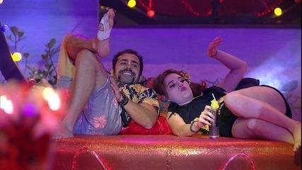 Kaysar e Ana Clara observam brothers na Festa Brega
