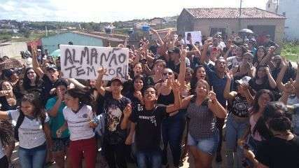 Protesto contra o que ocorreu na escola foi realizado em Capoeiras