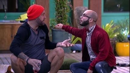 Mahmoud chama Caruso de debochado: 'Você está me perseguindo'
