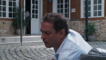 Bóris dá um soco em Edgar