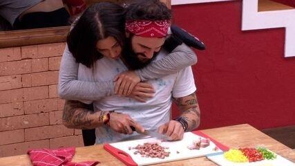 Paula abraça Viegas e volta para Wagner: 'Não gosto de problema'