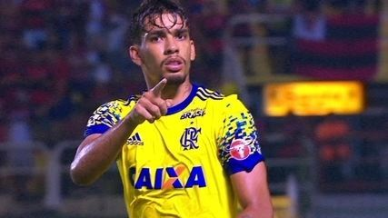 Gol do Flamengo! Paquetá bate falta com maestria, sem chances para Rafael, aos 42 do 2º