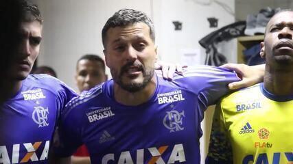 Júlio César se emociona na preleção do Flamengo