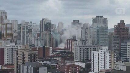 Incêndio atinge casa em Santos e fumaça assusta população