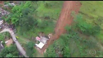 Deslizamento de terra mata uma criança, em Petrópolis, na região serrana do Rio de Janeiro
