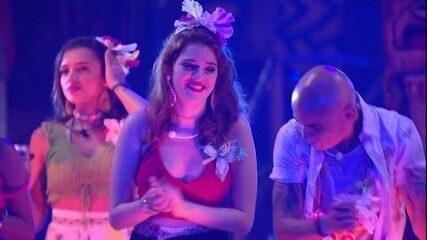 Anavitória canta 'Chamego meu' e Ayrton faz dancinha