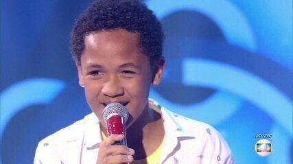 Felipe Gaspar canta 'Tá vendo aquela lua', no show ao vivo do The Voice Kids