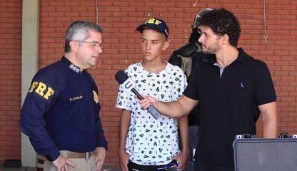Marcos Prata, ex-The Voice Kids, cai em pegadinha e alimenta um sonho de infância. Confira