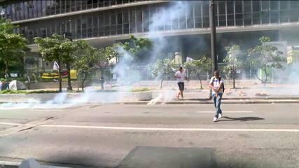 Protesto de professores municipais acaba em tumulto em frente à Câmara de SP