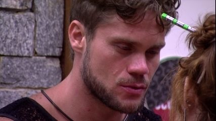 Breno diz a Ana Clara: 'Toda vez que beijo a Paula, me preocupo'