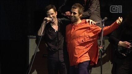 "The Killers toca ""All These Things That I've Done"" no Lollapalooza, com Liam Gallagher no palco e citação a 'Gas panic', do Oasis"