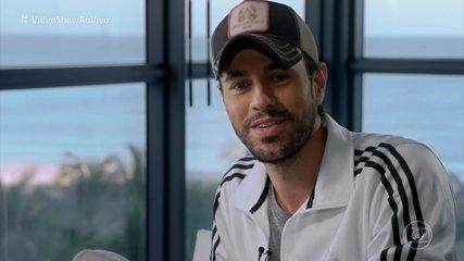 Carolina Dieckman bate papo com Enrique Iglesias em Miami