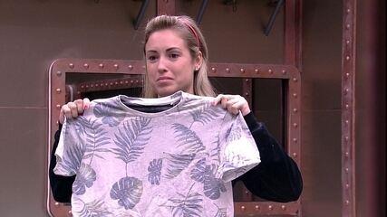 Ana Clara e Jéssica ajudam Kaysar a escolher roupa