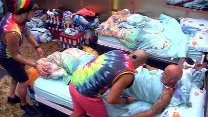 Breno e Kaysar colocam Ayrton para dormir: 'Está igual a uma sereia'