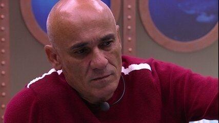 Ayrton confessa sobre Paredão: 'Não quero ir com o Kaysar'