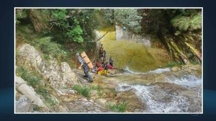 Jovem e criança ficam feridas após caírem em cachoeira; caixa eletrônico é arrombado