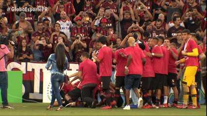 Atlético-PR faz a festa na Baixada e levanta a taça de campeão Paranaense