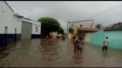 Chuva causa estragos e deixa pessoas desalojadas em Bodocó, PE