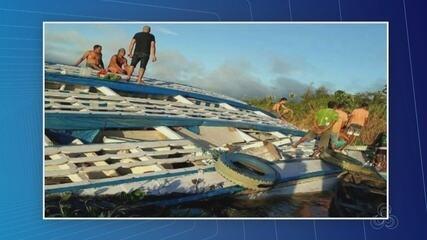 Embarcação tomba após colidir em tronco de madeira no Rio Solimões