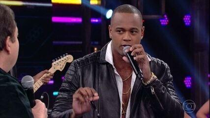 Léo Santana fala sobre historia da música 'Santinha'