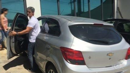 Daniel Cravinhos vai a delegacia para liberar moto de Cristian apreendida pela PM