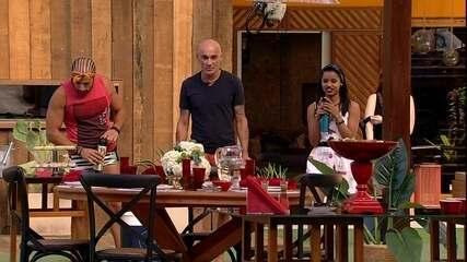 Ayrton, Ana Clara, Gleici e Kaysar comemoram almoço especial em dia de Final