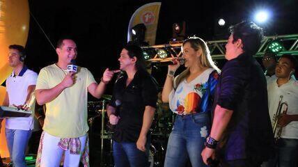 Banda Calcinha Preta faz prévia do Forrozão no 'Combinado'