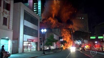 Veja o momento em que prédio desaba no centro de SP