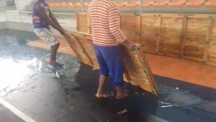 Piso do Ginásio de Cajazeiras foi retirado após forte chuva provocar inundação