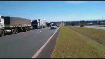 Caminhoneiros protestam contra o aumento do óleo diesel em Pirassununga e Porto Ferreira