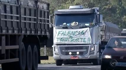 Caminhoneiros protestam contra alta do diesel em rodovias da região de Bauru