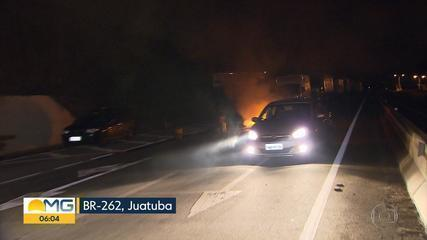 No segundo dia de protesto, caminhoneiros ocupam várias rodovias em Minas Gerais