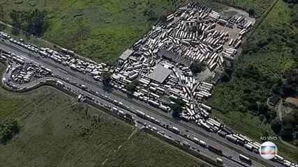 Caminhoneiros bloqueiam estradas no Rio e em São Paulo