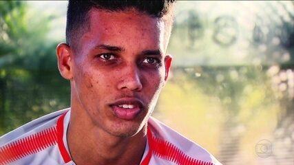 Revelação do Corinthians, Pedrinho sofre pressão para aguentar 90 minutos de uma partida