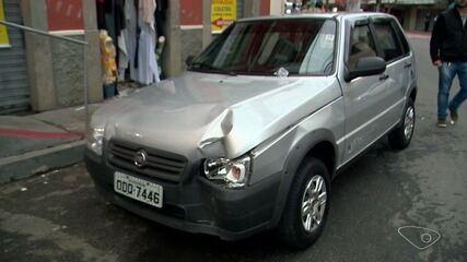 Idoso perde controle de veículo e invade lanchonete na Vila Rubim, em Vitória