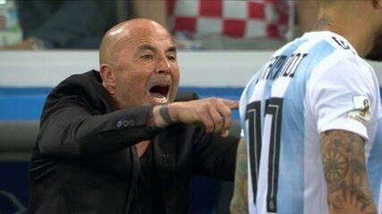 Não para quieto! As reações de Jorge Sampaoli durante o 1º tempo de Argentina e Croácia