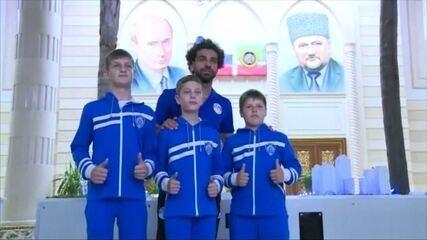 Em jantar para o Egito, político anuncia que tornou Salah cidadão checheno