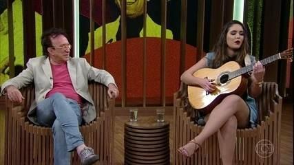 Paola Karime canta 'Caminhoneiro