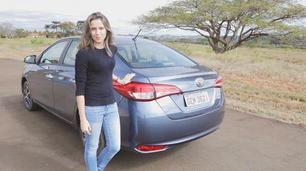 Toyota Yaris sedã: quanto cabe no porta-malas e qual é o espaço no banco de trás?