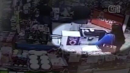 Mulher é flagrada furtando cofrinho do Hospital do Câncer de Londrina de mercado