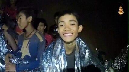 Vídeo mostra garotos presos em caverna em boas condições