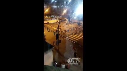 Moradores de Manguinhos fazem protesto após morte de ambulante