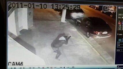 Câmera registra execução de homem com mais de 70 tiros de fuzil