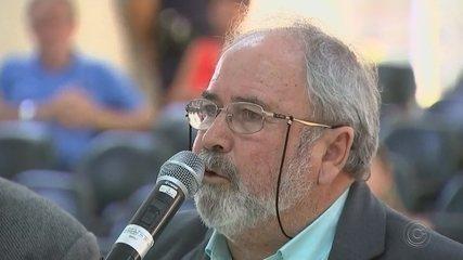 Comissão processante ouve prefeito de Araçoiaba da Serra