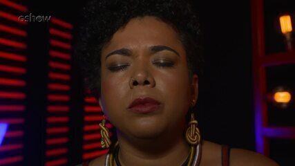 Confira a preparação de Raíssa Araújo segundos antes de subir ao palco do 'The Voice'