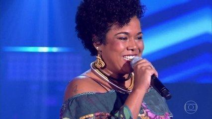 """Raissa Araújo canta """"Só Tinha de Ser Com Você"""""""