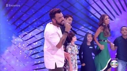 Thiago Brava canta 'Dona Maria'