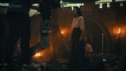 Confira os bastidores do enforcamento de Catarina em 'Deus Salve o Rei'