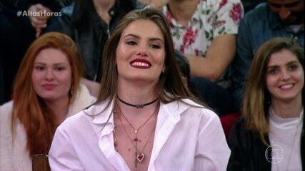 Camila Queiroz se emociona ao ver cenas de seu noivado